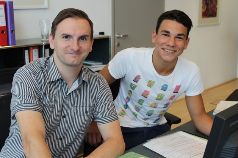 """Lehrherr"" Wolfgang Ebner (links) mit Praktikant Jakob Huber. Wolfgang Ebner fing selbst mit 17 Jahren im Techno-Z als Lehrling an."