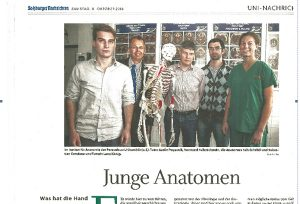 Im Institut für Anatomie der Paracelsus-Universität (v.l.) Tutor Aarón Pogacnik, Vorstand Felix Eckstein, die Anatomen Falk Schrödl und Sebastian Cotofana und Tutorin Lena König.