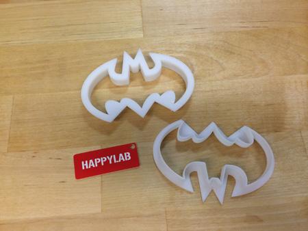 Für die Keksausstecher zeichnet man entweder selbst (CAD-Programm) und druckt danach die Vorlage im 3D-Drucker aus. Oder man sucht sich aus der freien Datenbank www.thingivers.com eine fertige Vorlage aus. Nur noch ausdrucken und Kekse backen.