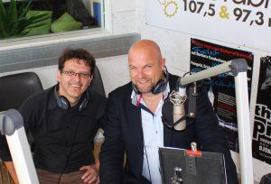 Im Gespräch: Christian Holzer mit Biogena Geschäftsführer Albert Schmidbauer im Studio der Radiofabrik Salzburg.