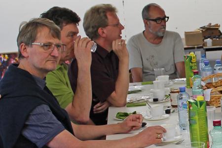 Dr. Wolfgang Schäffner (li) lud zur Podiumsdiskussion über Landflucht in Salzburg.