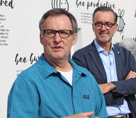 Bienen-Infos aus erster Hand: Imkermeister Gerald Lindenthaler und Projekt-Initiator Werner Pfeiffenberger
