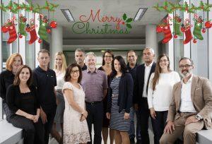 Gruppenfoto von allen Mitarbeiterinnen und Mitarbeitern des Techno-Z Salzburg