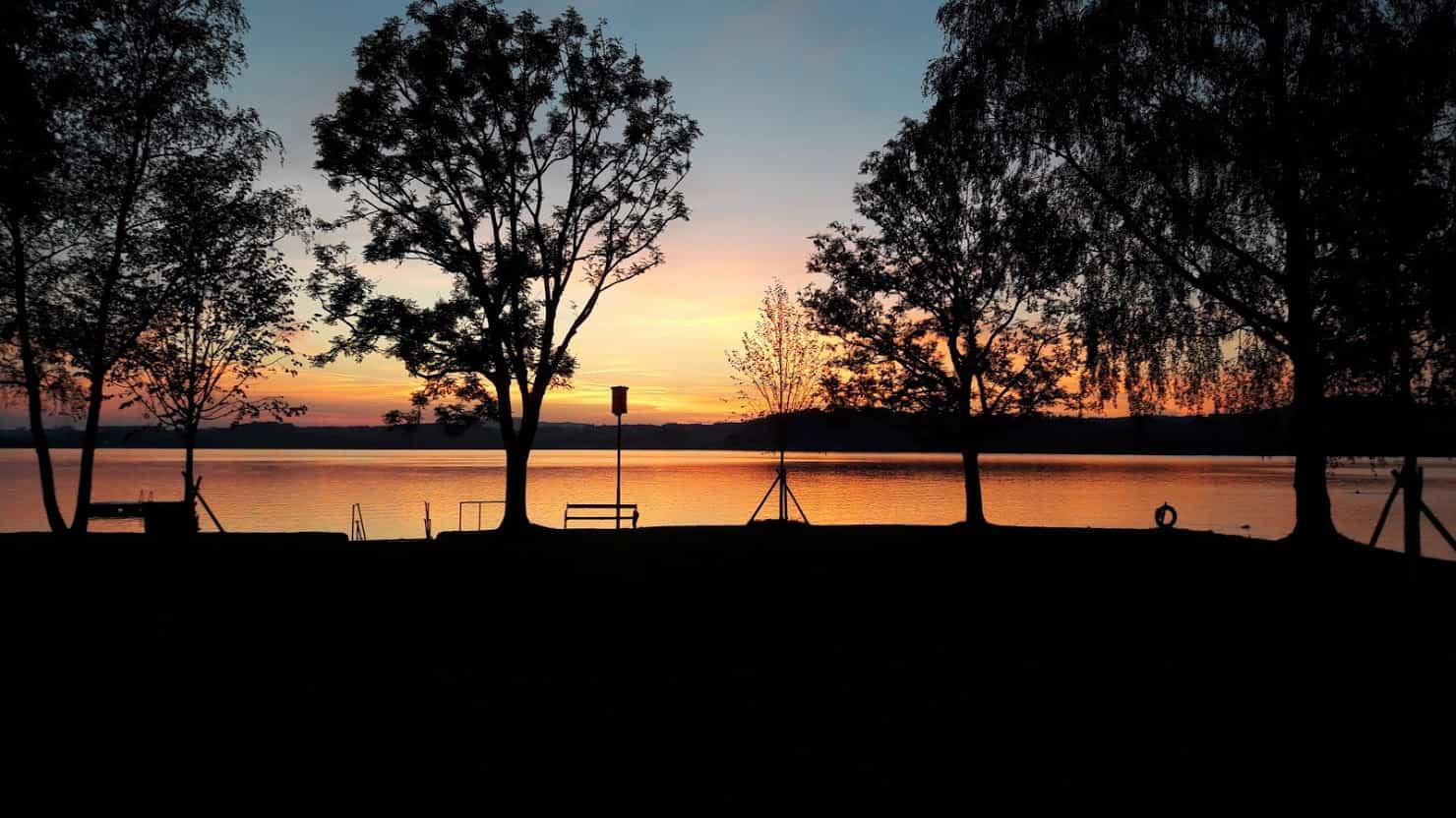 Wallersee bei Sonnenuntergang