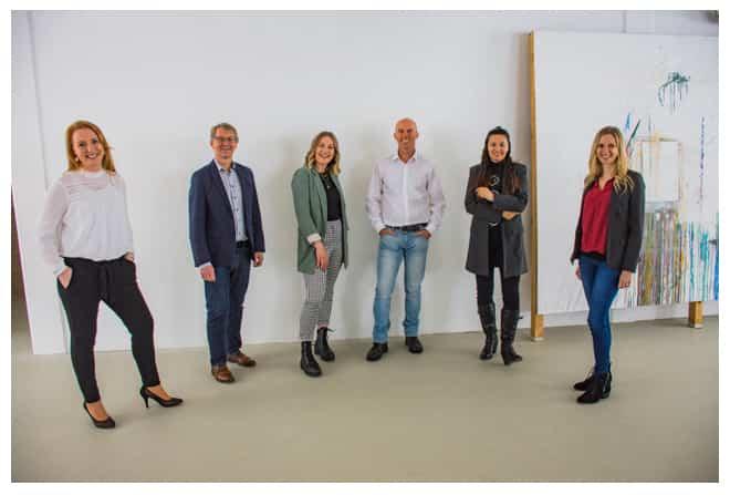 Gruppenfoto mit sechs Mitarbeitern des Studien Management Centers Saalfelden